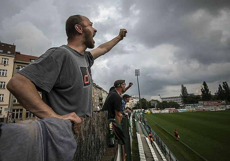 Niepewność, ryzyko i wątpliwości. Kontrowersyjny powrót fanów na polskie stadiony