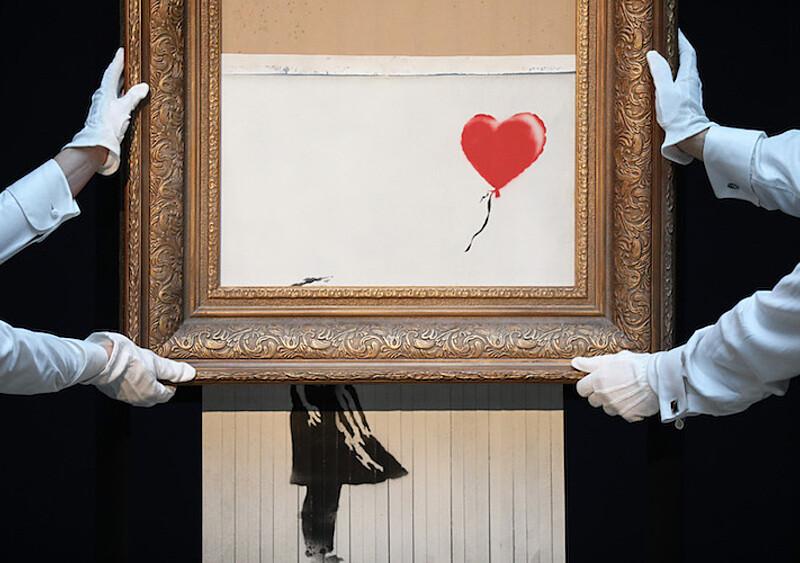 Anonimowy wandal i najsłynniejszy artysta świata. Zebraliśmy dla was najciekawsze dzieła Banksy'ego