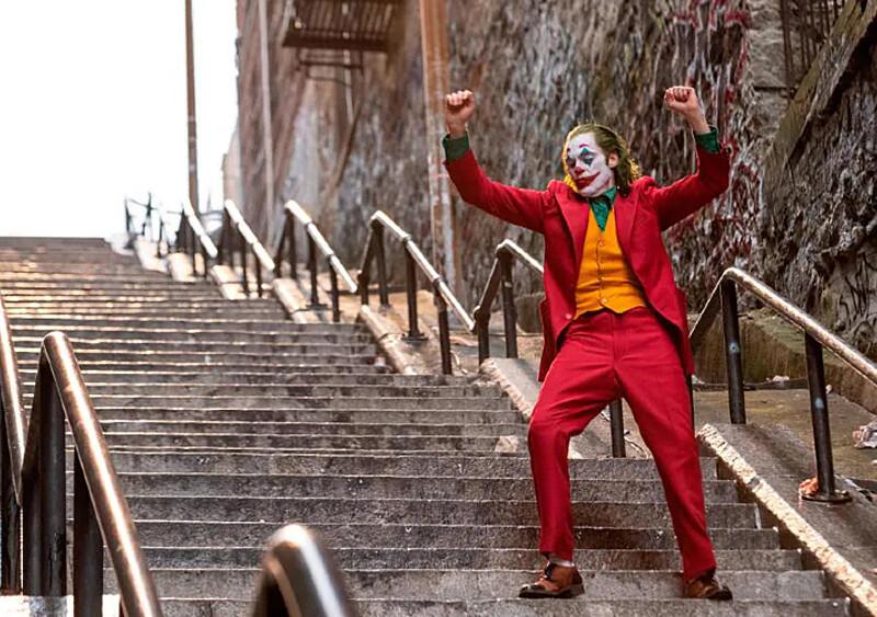 """Schodki z """"Jokera"""", murale Banksy'ego... Oto 11 słynnych popkulturowych miejscówek, które musimy odwiedzić"""