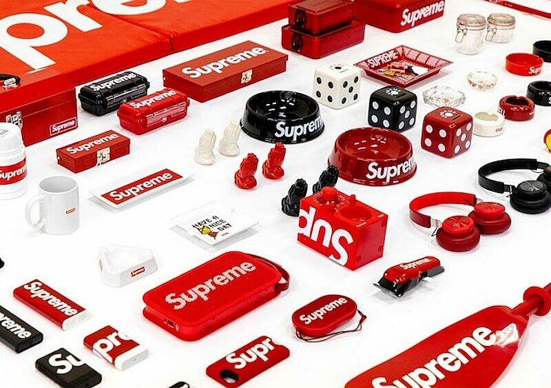 I ty zgarniesz cegłę: potężna kolekcja akcesoriów Supreme wystawiona na specjalnej aukcji online!